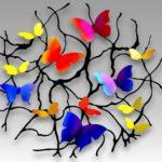 Painel de parede com borboletas coloridas em árvore de metal