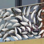 Grade de ferro para sacada de varanda com cardume de peixes
