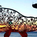 Escultura de baleia recortada a plasma em chapa de aço cortén