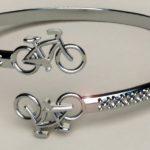 Pulseira e anéis com bicicletas para dar de presente a ciclistas