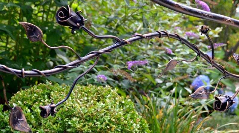 Corrimão de ferro com flores