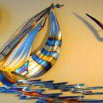 Painel com barco a vela holográfico em chapa plana de metal