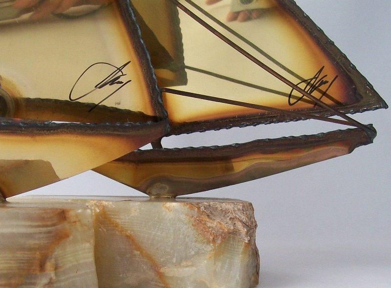 Veleiros de metal dourado