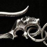 Caveira com gancho: chaveiro de pendurar na presilha da calça