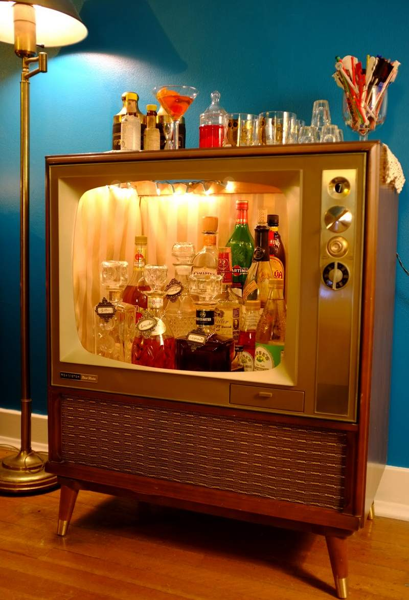 Aparelho antigo de TV reciclado