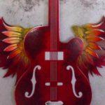Guitarra com asas em painel retrô de metal para paredes