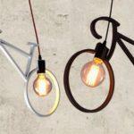 Luminárias suspensas de duas lâmpadas com forma de bicicletas
