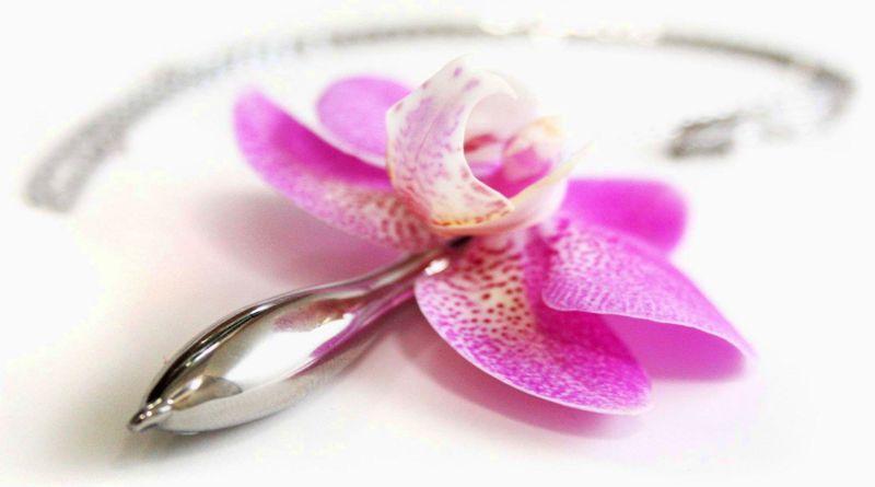 Pingente com vasinho de flor