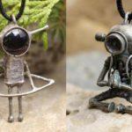 Aliens e robôs no gênero cyberpunk reciclados como pingentes