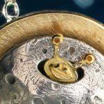 Extraterrestre escondido na Lua em joia da Teoria da Conspiração