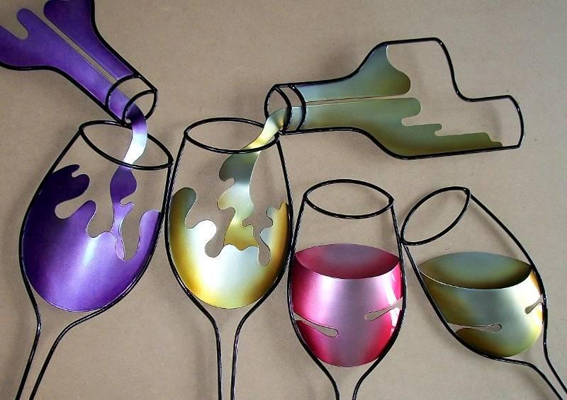 Chapas de aço imitam vinhos tinto, branco e rosé