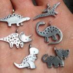 Jurassic Pewter: dinossauros com baixos-relevos geométricos