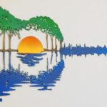 Silhueta de violão em painel de aço com paisagem de pôr do sol