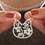 Pingente floral em silhueta de gato para colar, brinco e chaveiro
