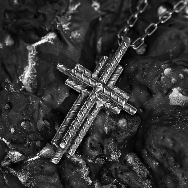 Pingente em cruz