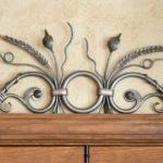 Ornamentos de ferro forjado para revitalizar móveis antigos