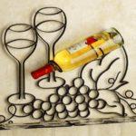 Porta-garrafa com prateleira de aço para pendurar taças de vinho