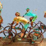 Troféu reproduz pelotão de chegada de competição de ciclismo