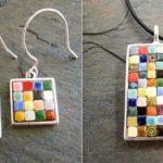 Bijuterias com pastilhas coloridas de cerâmica sobre pewter