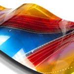 Painel de metal em ondas coloridas com escovação holográfica