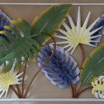 Decoração mural com folhagem de plantas tropicais em metal