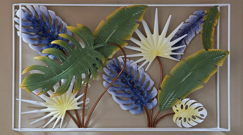 Decoração com folhas coloridas de metal