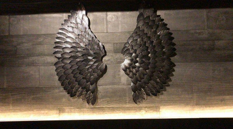 Asas de anjo de metal