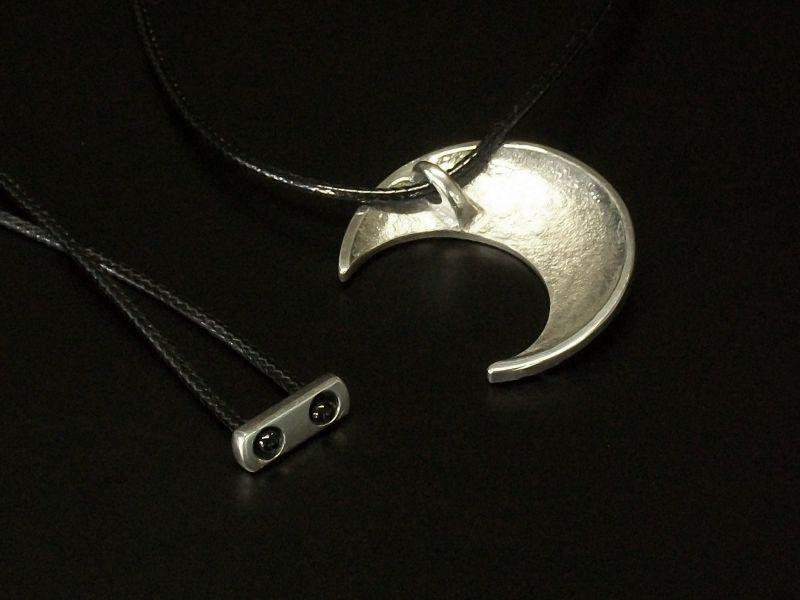 Meia-Lua Quarto Crescente para cordão regulável