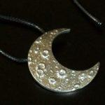 Pingente de pewter para colar Meia-Lua Quarto Crescente