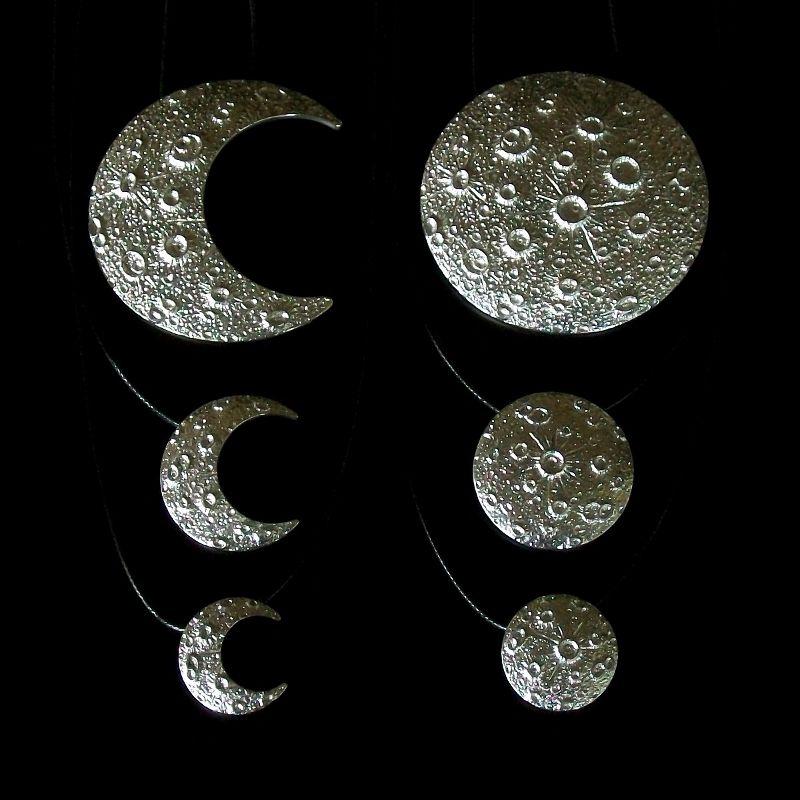 Coleção de pingentes da Lua em metal prateado