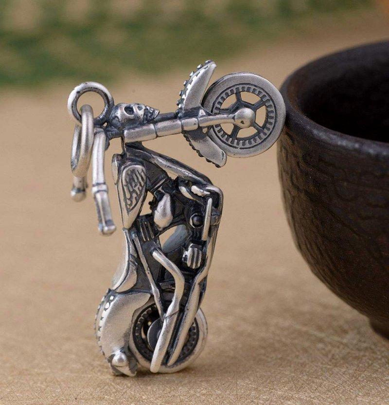 Motocicleta de prata
