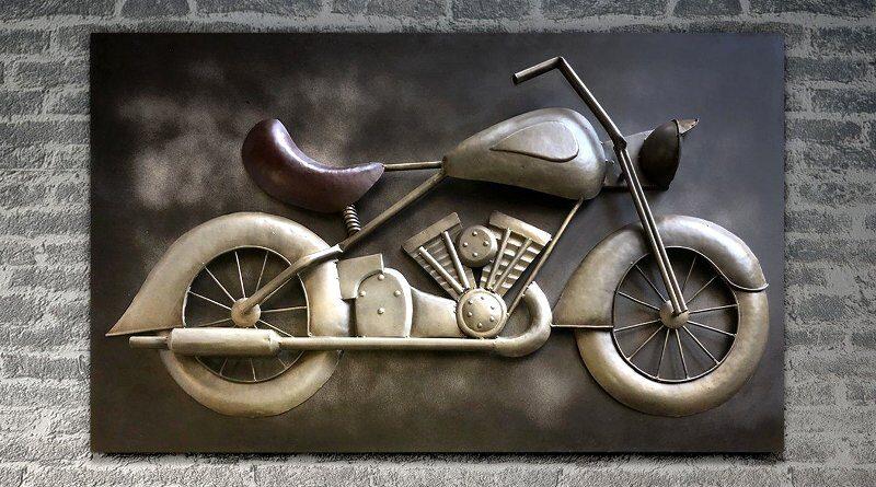 Painel com motocicleta de metal