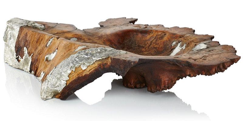 Terrina entalhada em madeira