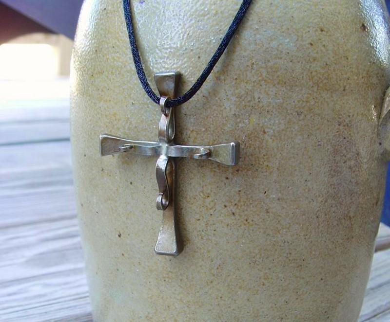 Crucifixo com cravos