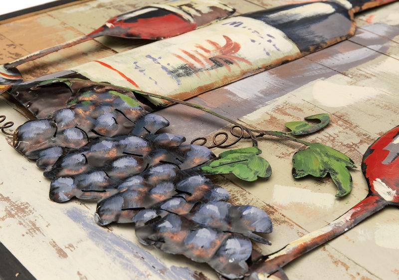 Painel com garrafa e taças de vinho