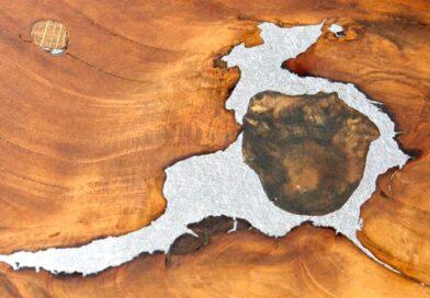 Nó de madeira com metal prateado