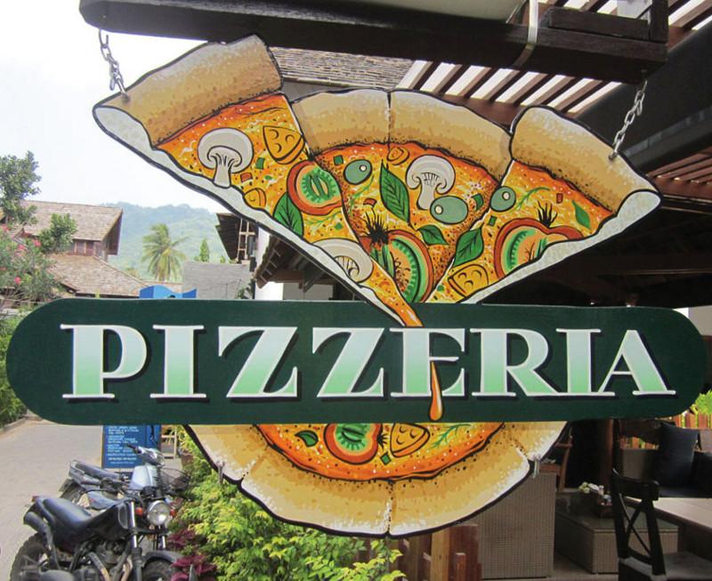 Placa com pintura artística de pizza