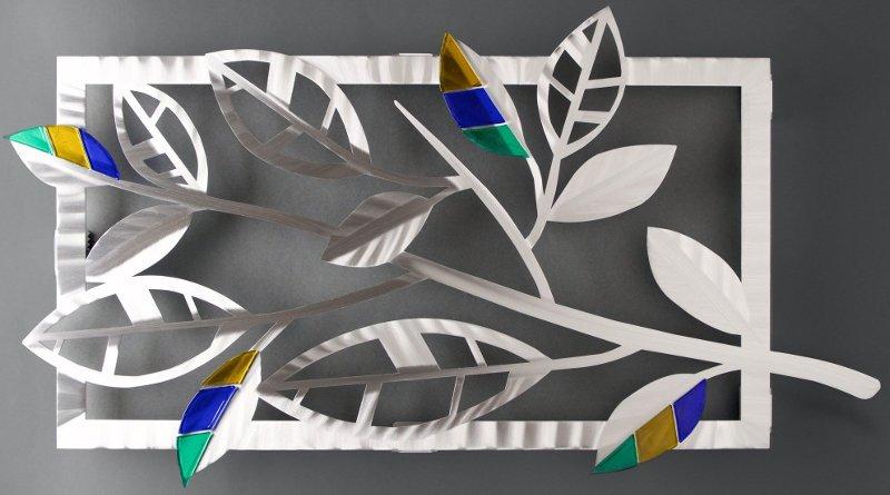 Escultura de parede com folhagem