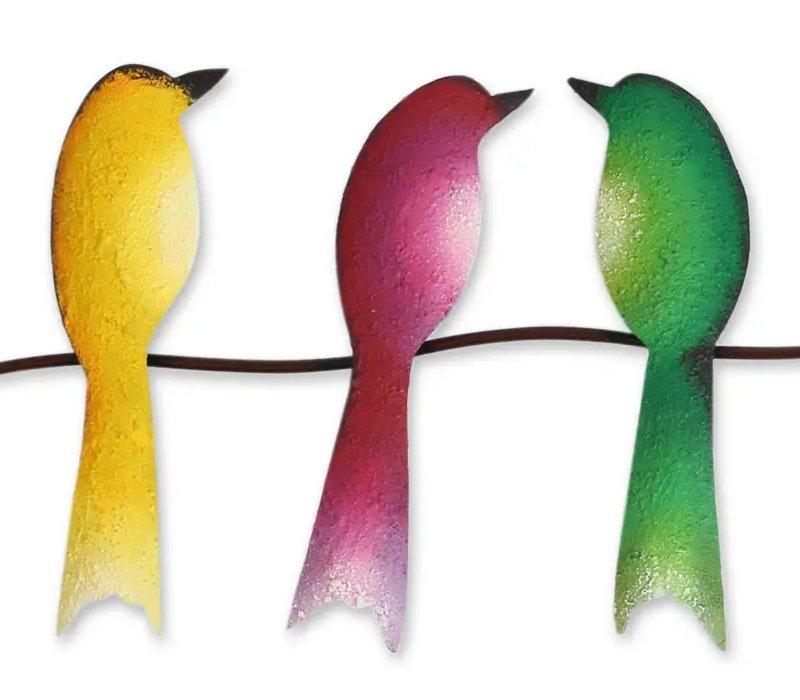 Pássaros coloridos de metal