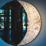 Moldura para espelho na forma de meia-lua de alumínio fundido