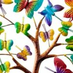 Árvore da Vida em forma de coração com borboletas coloridas