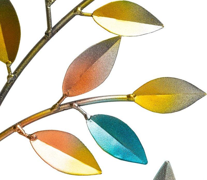 Painel de árvore com folhas coloridas estampadas em aço