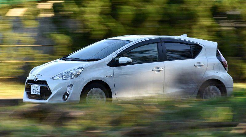 Toyota Camry branco