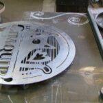 Letreiro vintage de metal para bar com logo de cerveja artesanal