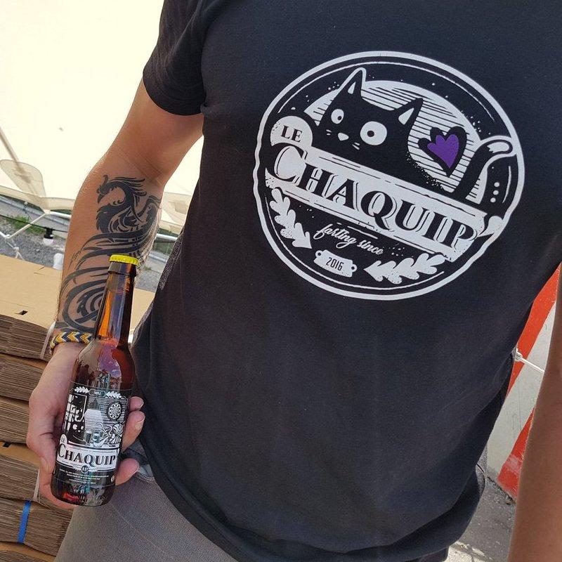 Camiseta com estampa de cerveja